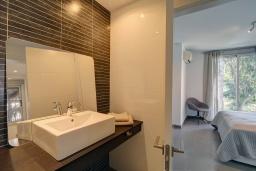 Ванная комната. Испания, Марбелья : Стильная частная вилла с собственным бассейном,частная охраняемая парковка, 3 спальни, можно с домашними животными