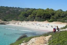 Пляж Кала-Баркес в Порт де Алькудии
