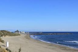 Пляж Кабопино в Марбелье