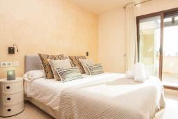 Спальня 2. Испания, Новая Андалусия : Превосходные апартаменты расположены в городе Марбелья. К услугам гостей открытый бассейн, общий лаундж и круглосуточная стойка регистрации.