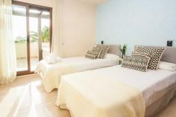 Спальня 3. Испания, Новая Андалусия : Превосходные апартаменты расположены в городе Марбелья. К услугам гостей открытый бассейн, общий лаундж и круглосуточная стойка регистрации.