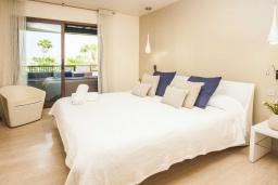 Спальня. Испания, Новая Андалусия : Превосходные апартаменты расположены в городе Марбелья. К услугам гостей открытый бассейн, общий лаундж и круглосуточная стойка регистрации.