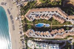 Вид на виллу/дом снаружи. Испания, Пуэрто Банус : Просторные апартаменты расположены в городе Марбелья. Идеально подходит для общественных собраний, семейных встреч, выездных встреч в гольф, корпоративных встреч.