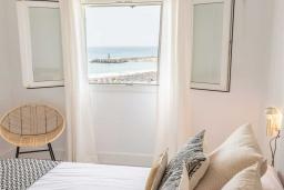 Спальня. Испания, Пуэрто Банус : Фантастические апартаменты расположены в городе Марбелья. К услугам гостей бесплатный Wi-Fi, открытый бассейн и уютный сад.