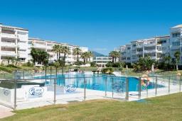 Территория. Испания, Пуэрто Банус : Фантастические апартаменты расположены в городе Марбелья. К услугам гостей бесплатный Wi-Fi, открытый бассейн и уютный сад.