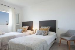 Спальня 3. Испания, Пуэрто Банус : Фантастические апартаменты расположены в городе Марбелья. К услугам гостей бесплатный Wi-Fi, открытый бассейн и уютный сад.