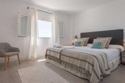 Спальня 2. Испания, Пуэрто Банус : Фантастические апартаменты расположены в городе Марбелья. К услугам гостей бесплатный Wi-Fi, открытый бассейн и уютный сад.