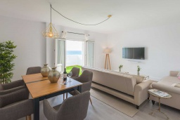 Гостиная / Столовая. Испания, Пуэрто Банус : Фантастические апартаменты расположены в городе Марбелья. К услугам гостей бесплатный Wi-Fi, открытый бассейн и уютный сад.