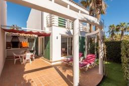 Терраса. Испания, Менорка : Прекрасный дом недалеко от тренажерного зала и пляжа, 3 спальни, 3 ванные, wi-fi, бассейн, сад