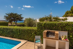 Летняя кухня. Испания, Менорка : Милая вилла предлагает вид на море с с террасы на крыше, 4 спальни,2 ванные комнаты, барбекю