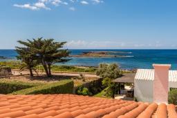 Вид на море. Испания, Менорка : Милая вилла предлагает вид на море с с террасы на крыше, 4 спальни,2 ванные комнаты, барбекю