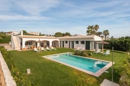 Бассейн. Испания, Менорка : Шикарная вилла с видом на море и сад, в двух шагах от песчаного пляжа, 3 спальни, wi-fi, частный бассейн, барбекю, парковка