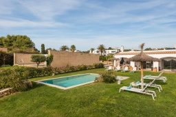 Территория. Испания, Менорка : Шикарная вилла с видом на море и сад, в двух шагах от песчаного пляжа, 3 спальни, wi-fi, частный бассейн, барбекю, парковка