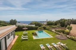 Вид на море. Испания, Менорка : Шикарная вилла с видом на море и сад, в двух шагах от песчаного пляжа, 3 спальни, wi-fi, частный бассейн, барбекю, парковка