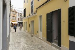 Вход. Испания, Менорка : Дом в центре, идеален для прогулкам по улицам города, музеям, магазинам, 4 спальни, wi-fi