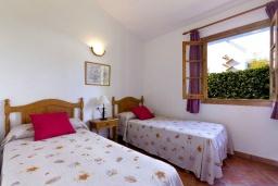 Спальня 3. Испания, Менорка : Прекрасная вилла в стиле коттеджа с WI-FI, кондиционером/отоплением в спальнях, 3 спальни, 2 ванные комнаты, расположена на тихой улице и окружена живой изгородью