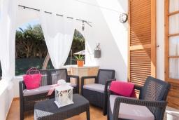 Беседка. Испания, Менорка : Вилла расположена в семейном районе с супермаркетами, ресторанами и всеми удобствами поблизости, 3 спальни, 2 ванные комнаты, wi-fi,автостоянка, частный бассейн