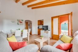Гостиная / Столовая. Испания, Менорка : Небольшая уютная вилла с частным басенном, зоной барбекю и террасой, 3 спальни, wi-fi, парковка