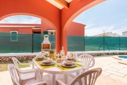 Терраса. Испания, Менорка : Небольшая уютная вилла с частным басенном, зоной барбекю и террасой, 3 спальни, wi-fi, парковка