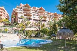 Вид на виллу/дом снаружи. Испания, Марбелья : Тихий пентхаус с частным бассейном с подогревом, барбекю, джакузи и прекрасным видом на море
