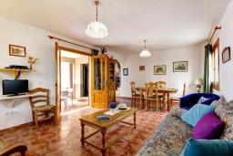 Гостиная / Столовая. Испания, Менорка : 3-спальная вилла на 6 человек, расположенная в центре города, в районе для семейного отдыха