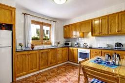 Кухня. Испания, Менорка : 3-спальная вилла на 6 человек, расположенная в центре города, в районе для семейного отдыха