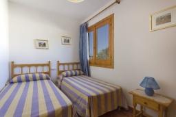 Спальня 2. Испания, Менорка : Двухэтажная вилла для отпуска с 3 спальнями, 2 ванными комнатами, wi-fi, с балкона открывается потрясающий вид на море