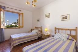 Спальня 3. Испания, Менорка : Двухэтажная вилла для отпуска с 3 спальнями, 2 ванными комнатами, wi-fi, с балкона открывается потрясающий вид на море