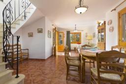 Гостиная / Столовая. Испания, Менорка : Двухэтажная вилла для отпуска с 3 спальнями, 2 ванными комнатами, wi-fi, с балкона открывается потрясающий вид на море