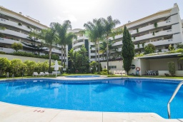 Вид на виллу/дом снаружи. Испания, Марбелья : Апартаменты в комплексе с общим бассейном и тренажерным залом3-комнатная квартира в комплексе с общим бассейном и тренажерным залом