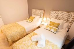 Спальня 2. Испания, Пуэрто Банус : Шикарные апартаменты расположены в городе Марбелья. К услугам гостей сад, открытый бассейн, бесплатный WiFi и круглосуточная стойка регистрации.