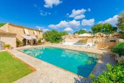 Вид на виллу/дом снаружи. Испания, Кан-Пикафорт : Прекрасная вилла с бассейном и садом в Синеу