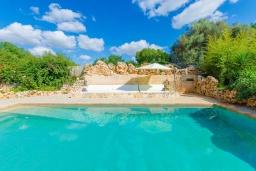 Развлечения и отдых на вилле. Испания, Кан-Пикафорт : Прекрасная вилла с бассейном и садом в Синеу