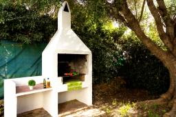 Беседка. Испания, Менорка : Вилла в тихом тупике с частным садом и бассейном,имеет 3 спальни и рассчитана на 6 человек