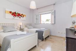Спальня. Испания, Марбелья : Этот современный и высококлассный пентхаус расположен в удивительном месте. Гигантская терраса предлагает уединение и отдых.