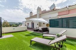 Вид на виллу/дом снаружи. Испания, Марбелья : Этот современный и высококлассный пентхаус расположен в удивительном месте. Гигантская терраса предлагает уединение и отдых.