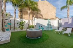 Вид на виллу/дом снаружи. Испания, Камп-де-Мар : Загородный дом с джакузи и патио в городе Ses Salines