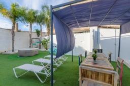 Патио. Испания, Камп-де-Мар : Загородный дом с джакузи и патио в городе Ses Salines