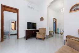 Гостиная / Столовая. Испания, Камп-де-Мар : Загородный дом с джакузи и патио в городе Ses Salines