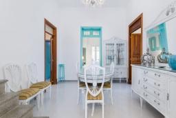 Обеденная зона. Испания, Камп-де-Мар : Загородный дом с джакузи и патио в городе Ses Salines