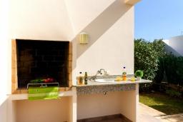 Беседка. Испания, Менорка : Потрясающая вилла с 4 спальнями прекрасно расположена рядом с пляжем и центром курорта, частный бассейн идеально подходящий для маленьких детей,  wi-fi, парковка