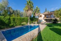 Вид на виллу/дом снаружи. Испания, Кан-Пикафорт : Прекрасная вилла с частным бассейном и просторным садом в центре города Инка, рядом с горами Трамунтана