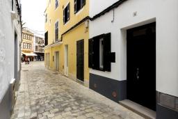 Вид на виллу/дом снаружи. Испания, Менорка : Невероятный дом мечты в старом городе, 2 спальни, дизайнерская ванная комната с ванной, душевая комната, гостиная, кухня с террасой
