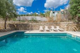 Бассейн. Испания, Порт де Алькудия : Прекрасная вилла с частным бассейном в городе Льосета, у подножия гор Трамунтана