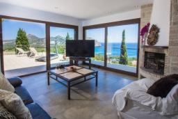 Студия (гостиная+кухня). Испания, Кала Миллор : Современное шале с террасой и видом на море и горы недалеко от города Каньямель