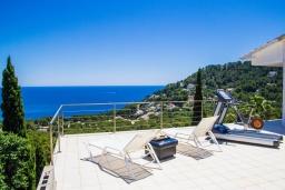 Терраса. Испания, Кала Миллор : Современное шале с террасой и видом на море и горы недалеко от города Каньямель