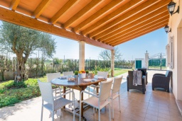 Терраса. Испания, Кан-Пикафорт : Очаровательная вилла с собственным бассейном и садом, окруженная полями, в городе Са-Побла, Майорка-Норт