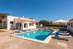 Бассейн. Испания, Менорка : Апартаменты для 4 человек с прямым доступом к морю по частной тропе! Терраса, общий бассейн, спальня, wi-fi