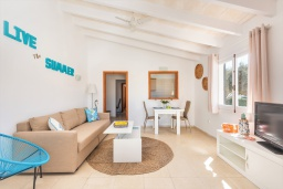 Гостиная / Столовая. Испания, Менорка : Небольшие уютные апартаменты с прямым доступом к морю, бесплатная парковка, магазин в двух шагах, одна спальня, гостиная/столовая, ванная комната, wi-fi
