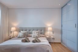 Спальня. Испания, Пуэрто Банус : Роскошный пентхаус на первой линии с панорамным видом на море в Марбелья, 1 спальня, ванная комната, 2 этажа, красиво, удобно,романтично!